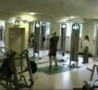 Funny Links - Dude Wipes Out in Weight Room