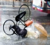 Cool Pictures - Cycling in the Rain